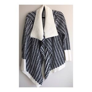 EUC | Apt. 9 BW Knit Oversized Cardigan Sweater